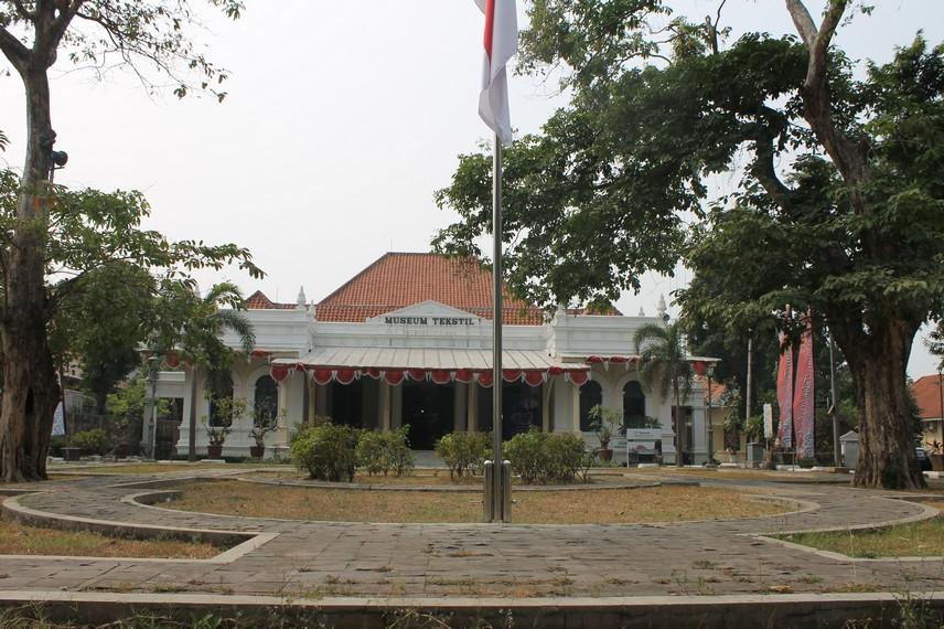 Halaman depan Museum Tekstil di Jalan Aipda KS Tubun