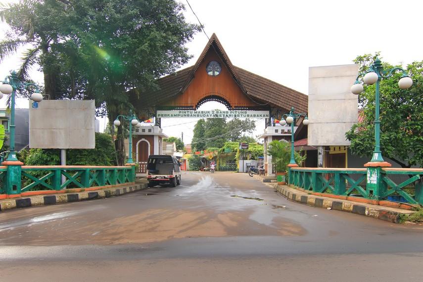 Halaman depan yang menjadi pintu masuk pengunjung menuju kawasan Setu Babakan
