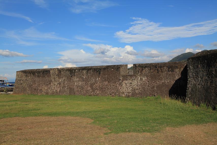 Halaman di sekitar Benteng