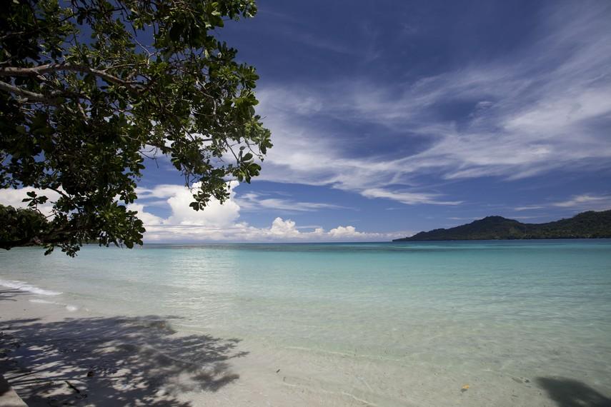 Hamparan pasir putih yang indah di Pantai Natsepa