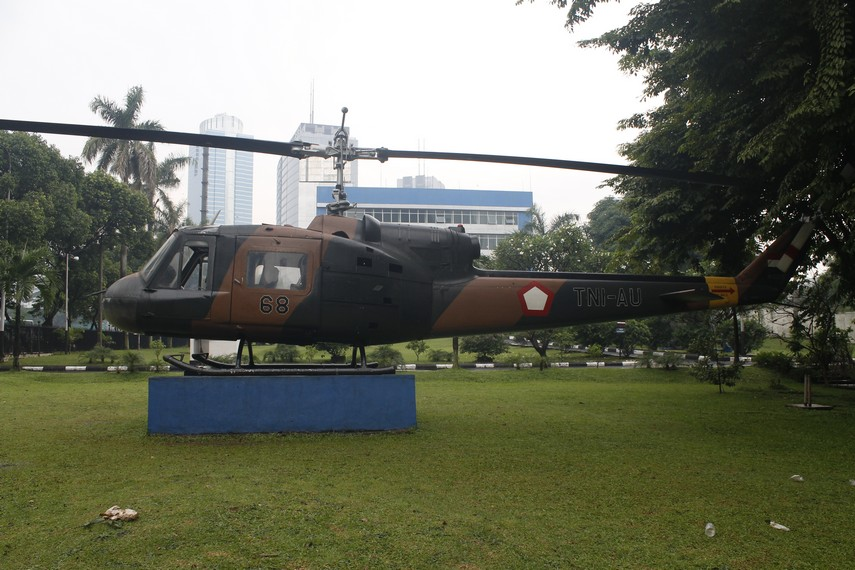 Helikopter TNI AU yang ada di halaman Museum Satria Mandala