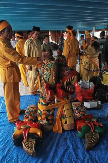 Kepala dan ekor naga dibawa kembali ke Tenggarong untuk di gunakan pada Erau selanjutnya