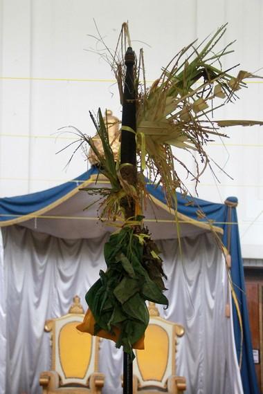 Tiang Ayu berdiri di ruang Stinggil selama tujuh hari tujuh malam perayaan Erau