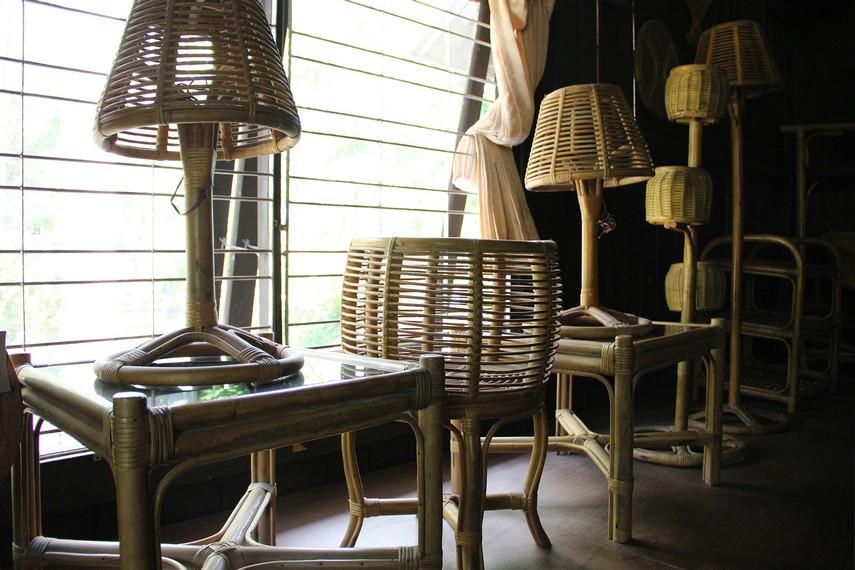 Beberapa koleksi produk industri berbahan baku rotan di museum Tuah Himba