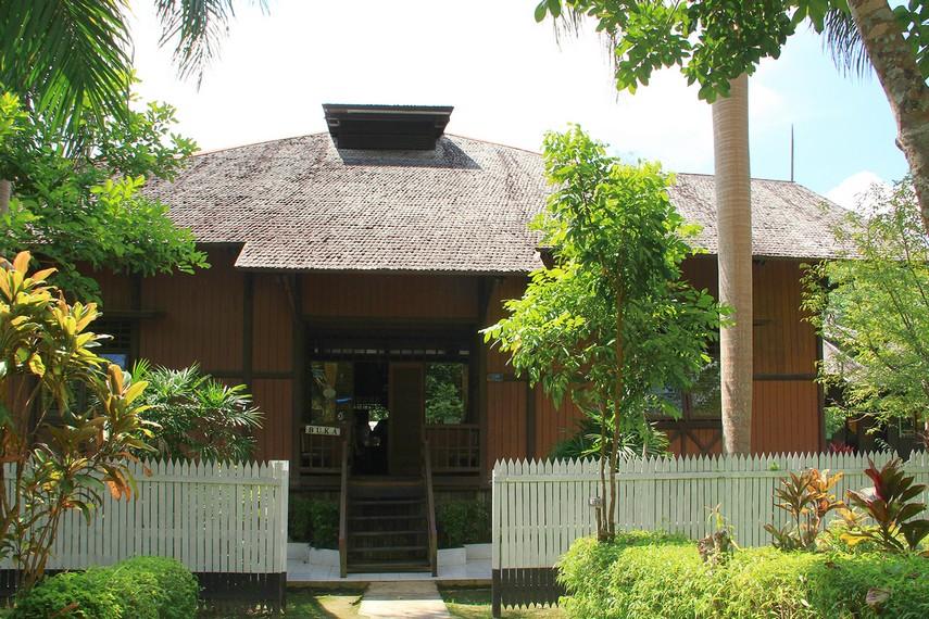 Museum yang berada di kawasan Waduk Panji Sukarame ini didirikan tahun 1990-an dengan bangunan berbahan kayu