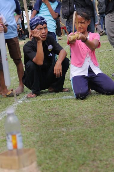 Permainan Bedil Jepret mengajarkan anak-anak untuk berjiwa sportif, cepat, dan tangkas