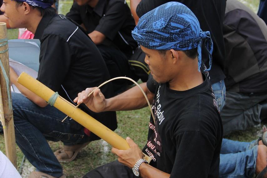 Kampung Budaya Sindang Barang merupakan salah satu komunitas yang peduli terhadap pelestarian permainan tradisional Sunda