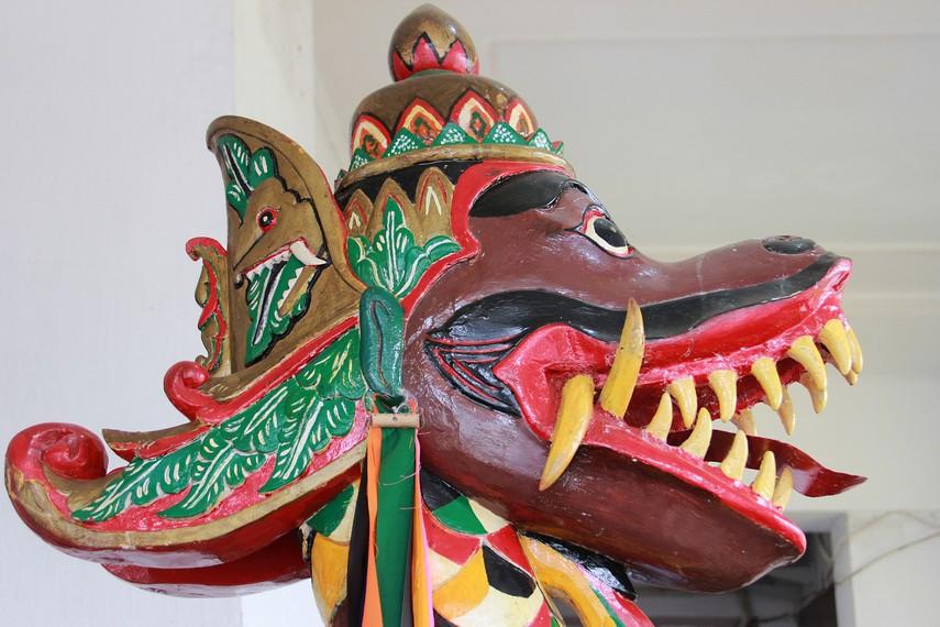 Naga merupakan makhluk yang muncul dalam legenda rakyat Kutai tentang kemunculan Putri Karang Melenu