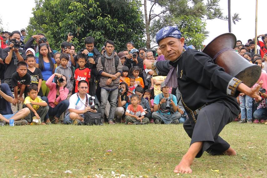 Rampag Parebut Seeng merupakan seni tradisi yang sering dipentaskan dalam berbagai acara, seperti pernikahan adat, khitanan, dan Seren Taun