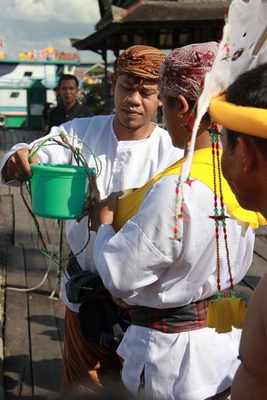 Dalam setiap prosesi ritual Erau, air dari Kutai Lama di campurkan dengan air Sungai Mahakam