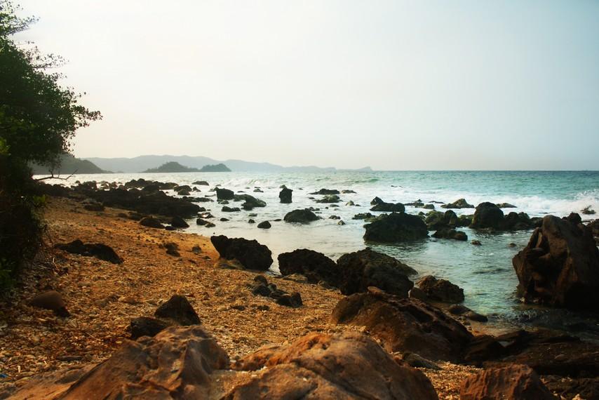 Pemandangan Pantai Kahai yang berada di kawasan Pesisir Rajabasa