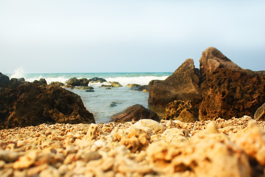 Keindahan pantai-pantai di kawasan ini selalu menarik perhatian pengunjung untuk mendatanginya