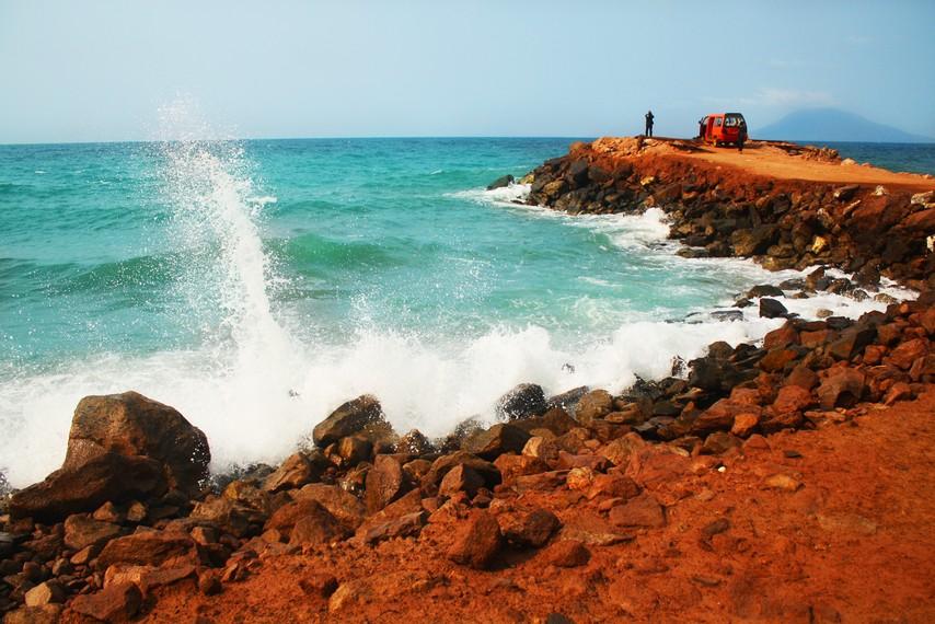 Keindahan Pantai Wartawan menjadi daya tarik pengunjung yang berkunjung ke sini