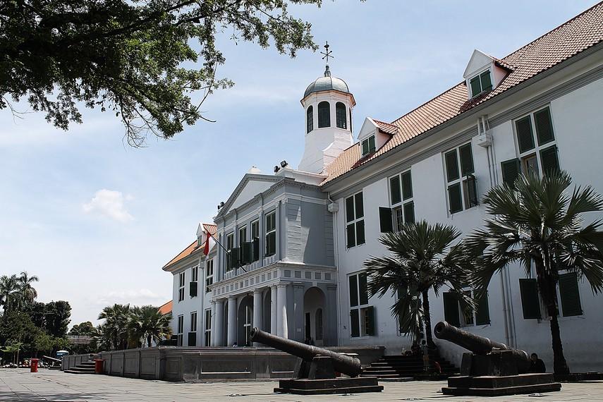 Berbagai peninggalan sejarah kota Jakarta sejak zaman prasejarah ada di museum ini