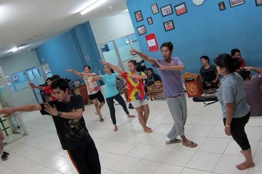 Proses Latihan Pertunjukan Silat Dance