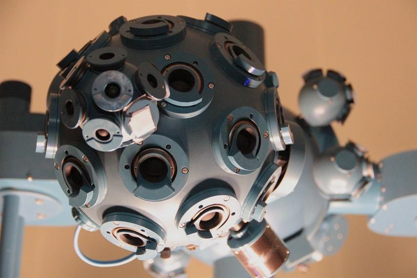 Wujud proyektor bintang yang digunakan oleh Planetarium Tenggarong