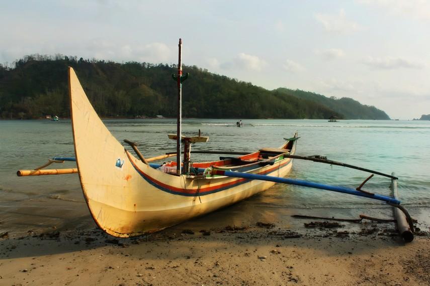 Bentuknya yang aerodinamis membuat perahu ketinting tangguh menghadapi ganasnya lautan