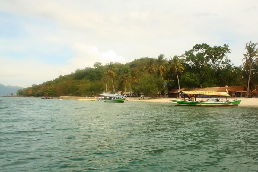 Pulau Tangkil menghadirkan sensasi wisata pantai yang eksklusif, namun terjangkau semua kalangan