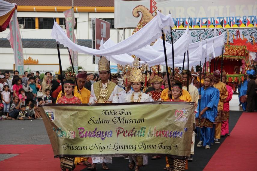 Awan Gemisir, salah satu ciri khas arakan pengantin Suku Pepadun