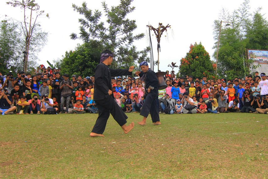 Dalam berbagai kesempatan, kesenian tradisional Rampag Parebut Seeng menjadi sebuah tontonan yang diperlombakan