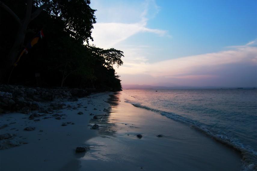 Pulau Condong hanya berjarak 5 km dari Pantai Pasir Putih
