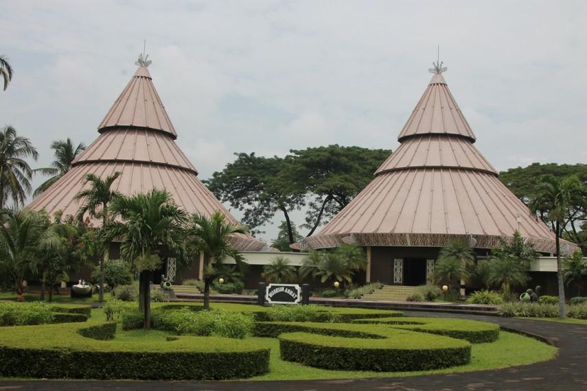 Museum Asmat berlokasi di dalam kompleks Taman Mini Indonesia Indah