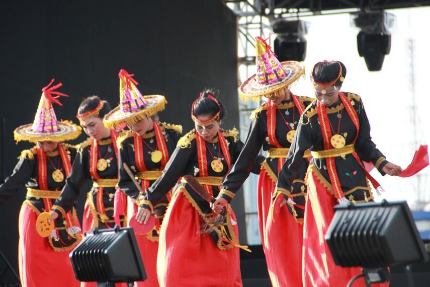 Dalam budaya awal, tari Lummense digunakan sebagai media untuk mengundang ruh leluhur atau penguasa
