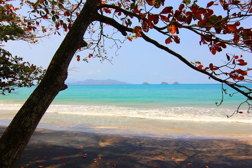 Kawasan Pesisir Rajabasa menjadi salah satu kawasan yang terkenal dengan wisata pantainya