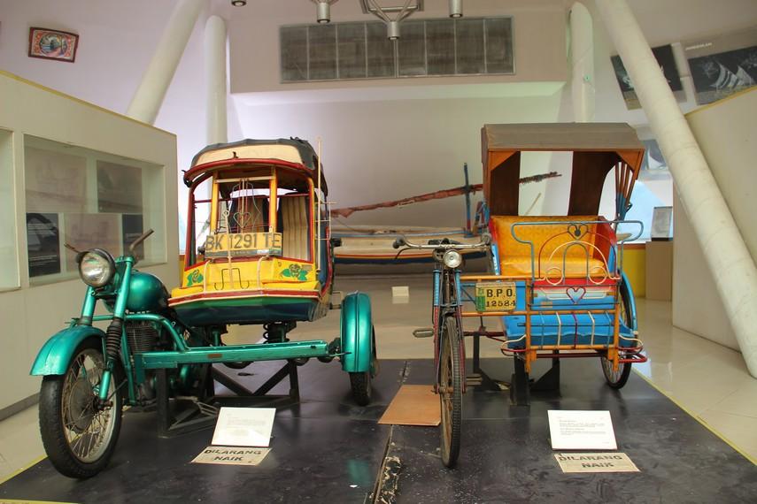 Becak motor menjadi salah satu alat transportasi yang bisa dilihat di salah satu ruang Museum Transportasi