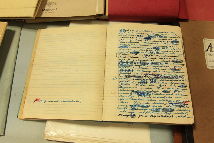 Jassin mempunyai hobi menyimpan dan mendokumentasikan tulisan tangan asli para sastrawan Indonesia