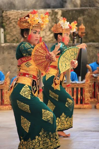 Dari ilham yang diperolehnya, Raja Sukawati merekonstruksi sebuah tarian baru yang disebut legong