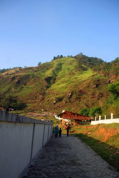 Ie Seuum terletak di Desa Ie seuum, Mukim Krueng Raya, Kecamatan Mesjid Raya, Kabupaten Aceh Besar