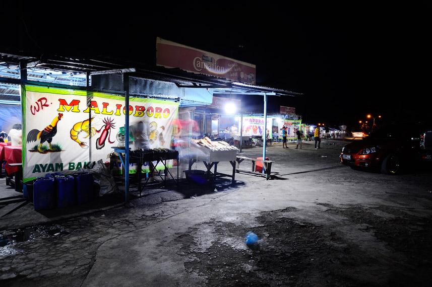 Arena kuliner di sorong yang menyajikan banyak jajanan makanan selain ikan Bobara