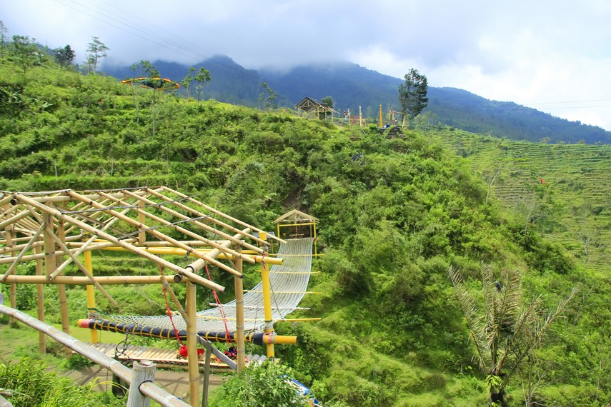 Inilah Wahana jembatan marinir yang bisa menguji nyali pengunjung