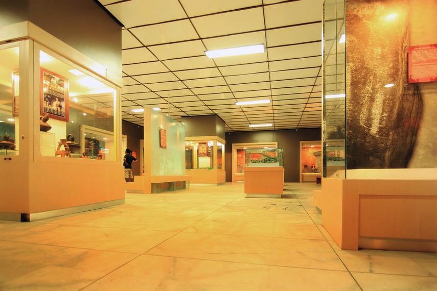 Inilah ruang pamer utama di Museum Negeri Lampung