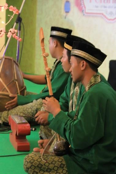 Instrumen kromong merupakan alat musik pukul berupa kepingan logam