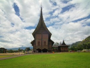 Istano Basa Pagaruyung, Jejak Kejayaan Konfederasi Luhak Nan Tigo