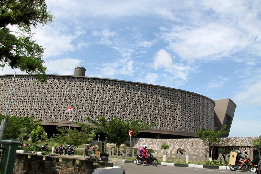 Jalan raya didepan Museum Tsunami