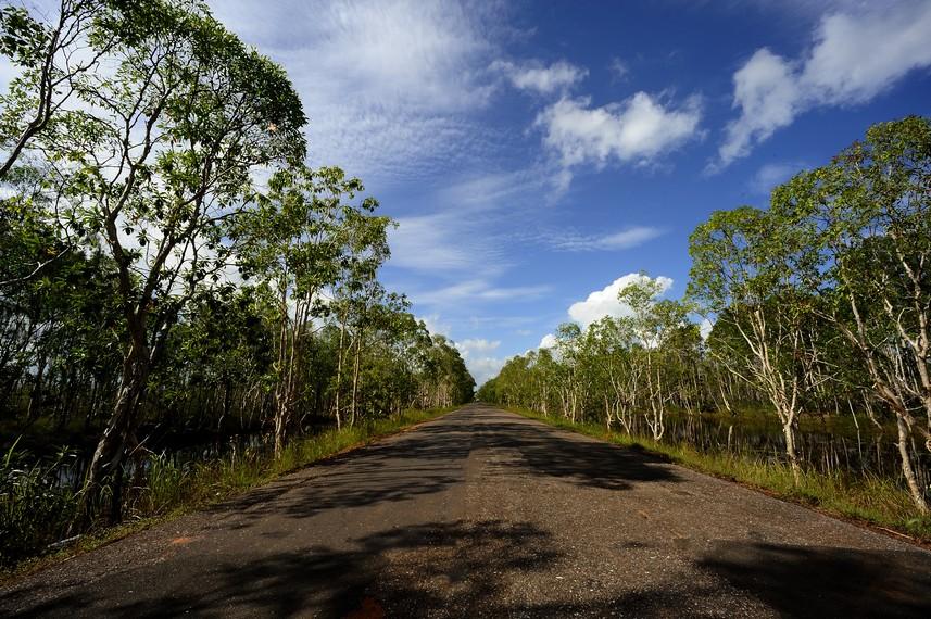 Jalanan di Merauke menuju perbatasan Indonesia dan PNG