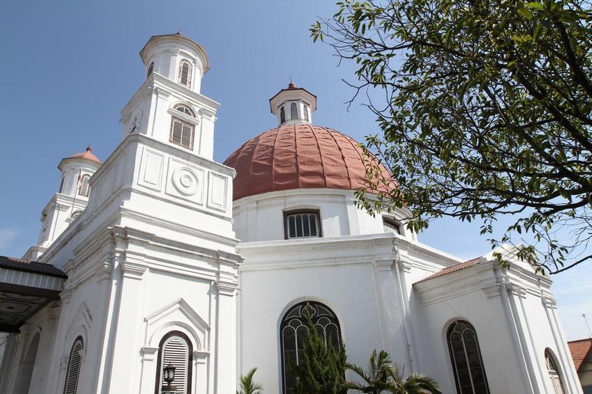 Menara samping Gereja Blenduk
