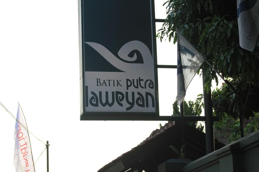 Papan nama lokasi Batik Solo Laweyan