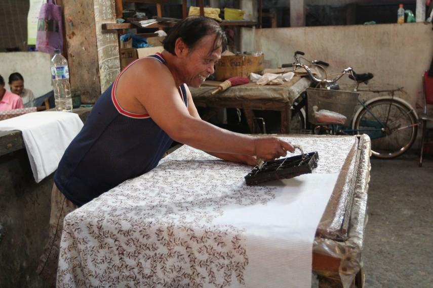 Pembuatan batik cetak