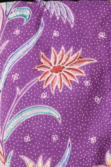 Di masa penjajahan Jepang, motif yang muncul adalah jawa hokokai yang mirip motif kimono