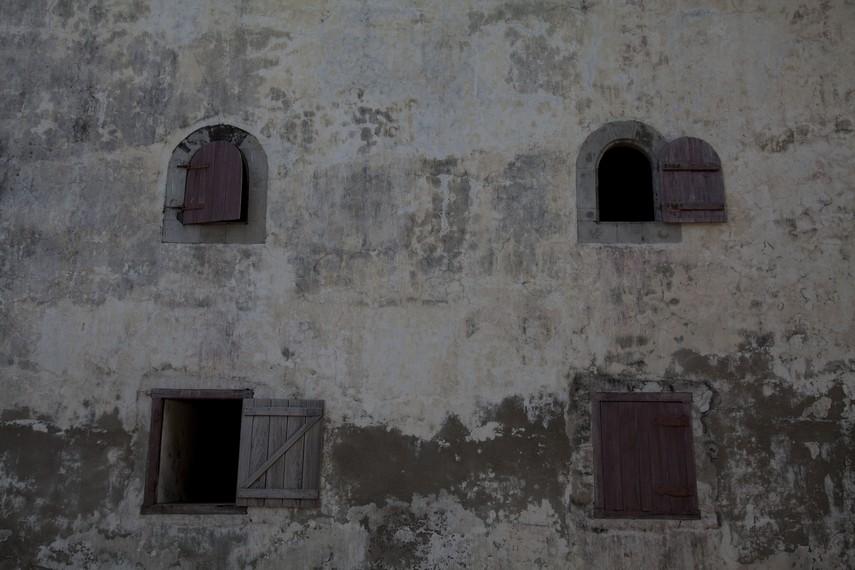 Jendela-jendela benteng tang tampak unik dan menarik