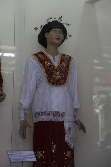 Kain Kebaya Yang Merupakan Bagian Utama Pakaian Adat Wanita Maluku