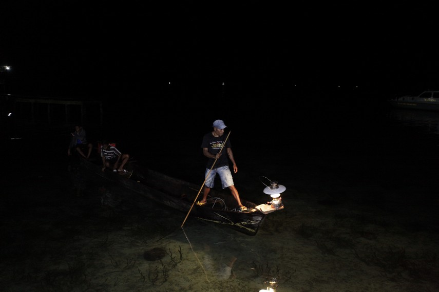 Kalawai adalah sebuah tradisi masyarakat Seram mendapatkan ikan dengan tombak