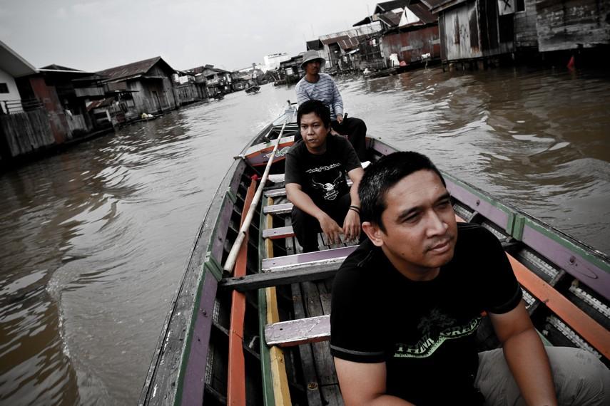 Kegiatan susur sungai di Kalimantan