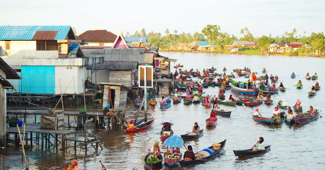 Kalimantan Selatan memiliki 2 pasar terapung yakni di Muara Kuin dan Lok Baintan