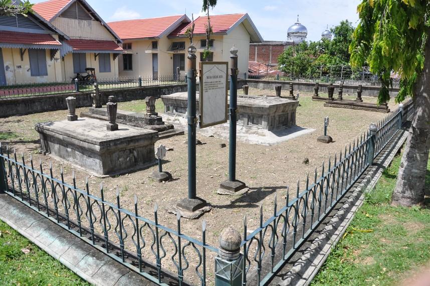 Kandang Meuh, Makam dari beberapa anggota keluarga Kesultanan Aceh