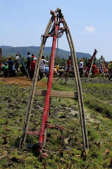 Kareng merupakan alat yang digunakan joki saat berdiri di atas kerbau pilihannya